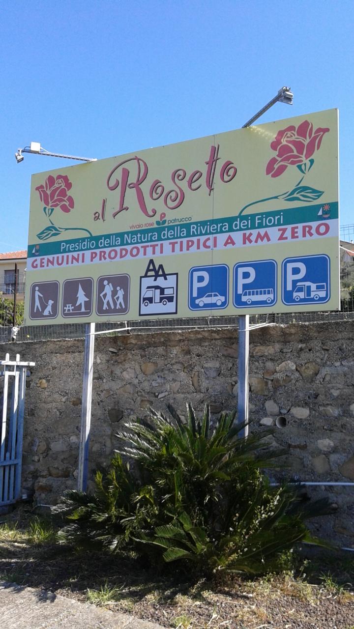 Vivaio Peschiera Del Garda area camper il roseto a diano castello   in vacanza con il cane