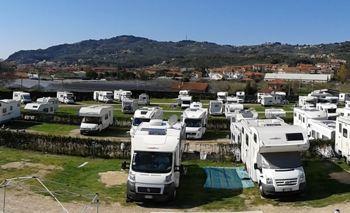 Area camper Il Roseto a Diano Castello